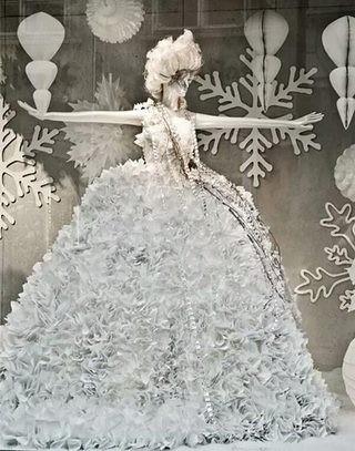 婚纱摄影楼橱窗装修装饰效果图