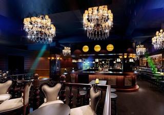高品位酒吧餐桌装饰效果图