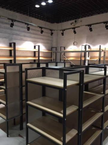 长江北路零食店装修效果图实拍